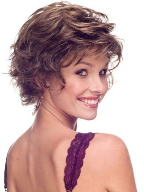 Wavy Short Hairstyles for Older Women Above 40 and 50 2