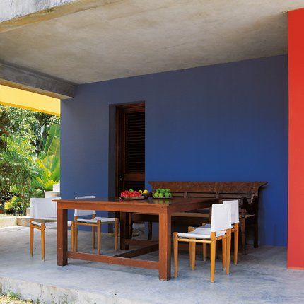 la salle manger dextrieur avec son sol en bton brut ses murs - Salle A Manger Bois Exotique