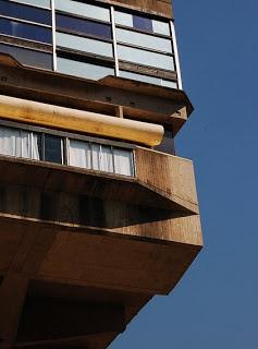 Un pequeño homenaje al creador de la Biblioteca Nacional Argentina, el Arquitecto Clorindo Testa, uno de los máximos exponentes del brutalismo en Latinoamérica, fallecido en el día de ayer.