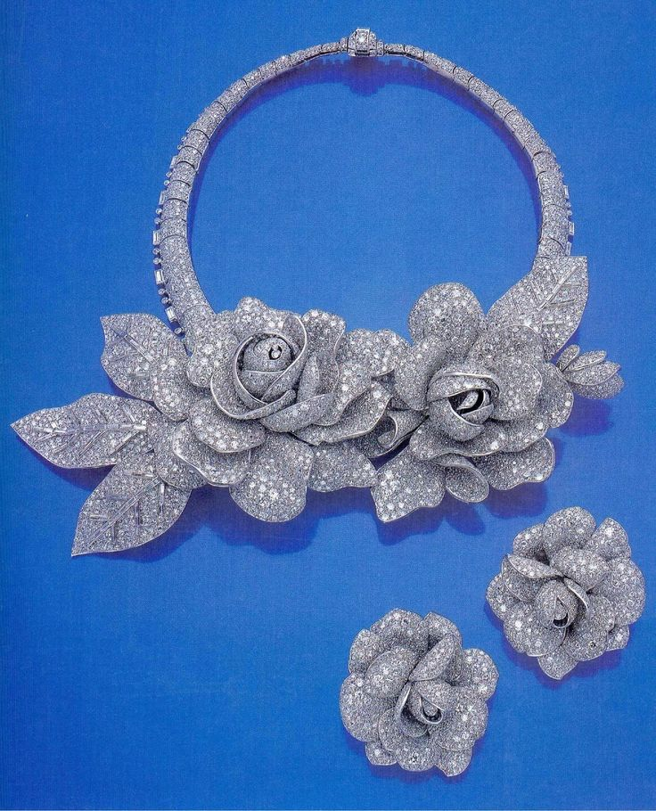 Commissioned in 1938 by Queen Nazli, mother of King Farouk of Egypt. Pave diamonds, baguettes, roses on necklace are also dress clips.