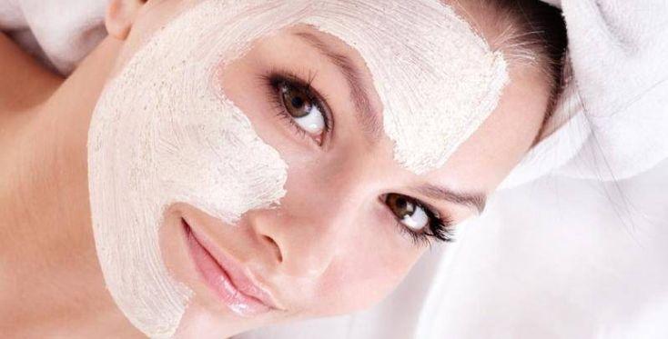 Maschera viso contro brufoli e punti neri fai da te. Scopri come fare una maschera viso fatta in casa contro brufoli e punti neri con ingredienti naturali ed alcuni consigli per la cura della pelle del viso.
