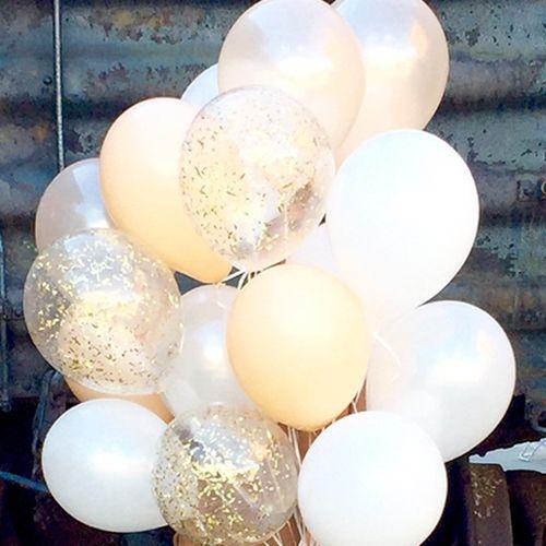 いろんなカラー&種類の風船10個を組み合わせた、バルーンのミックスセットです。バルーンは空気・ヘリウムガスを入れる前の状態でお届けしますので、お客さまご自身でふくらませていただくセットになっています。純白のウェディングドレスを着たニコニコ笑顔の花嫁さんが...