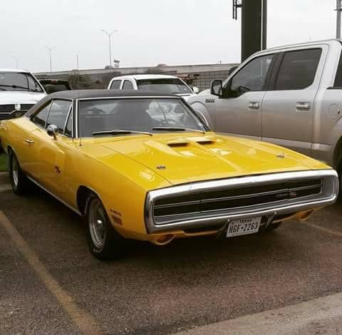 70 Charger R T With A 70 Coronet Pitchfork Hood Scoop I Ve Seen This Done On Several Cars I Like It Classic Cars Usa Mopar Mopar Cars