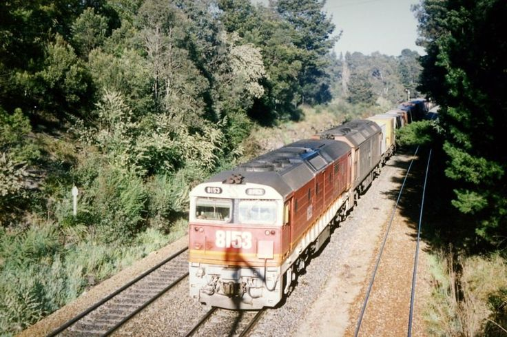 Bundanoon 8153-G526 catch the up home signal on an up interstate goods. 7.45am. 11/9/90.