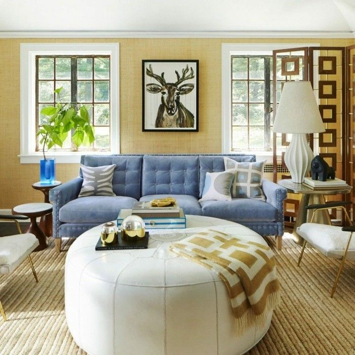 Wohnung Einrichten Ideen Wohnzimmer Blaues Sofa Weisser Couchtisch Pflanze