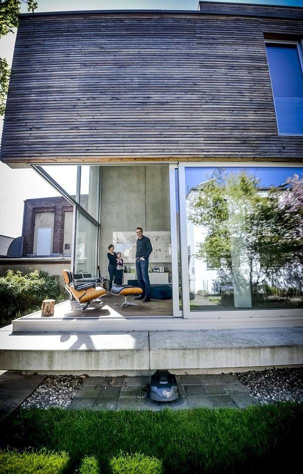 Captivating In Einem Hinterhof, In Direkter Nachbarschaft Zu Einem Supermarkt, Baute  Ein Architekt Für Seine