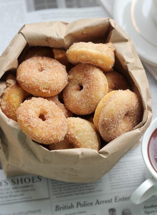 Baked Cinnamon Sugar Mini Donuts / Baker Bettie