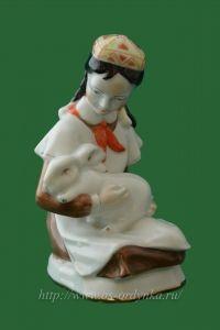 Девочка с кроликом (Пионерка с кроликом) СССР. 60-е годы. Чудово.