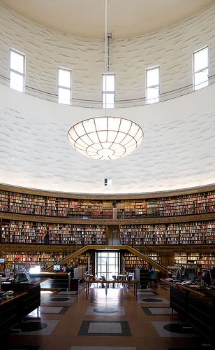 City Library, Stockholm by Erik Gunnar Asplund 1918-28.  Biblioteca ao lado de casa em Estocolmo....