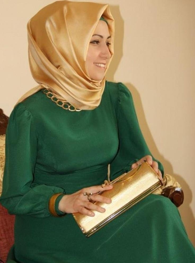 Yakası Ve Beli Zincirli Elbise - Yeşil - Pınar Şems