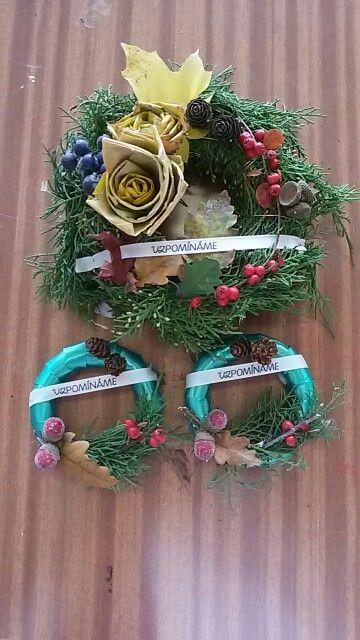 Wreaths on cementery Věnce na hřbitov