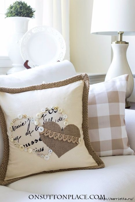 Винтажная подушка с сердечками. Пуговицы и аппликация (2) (466x700, 199Kb)