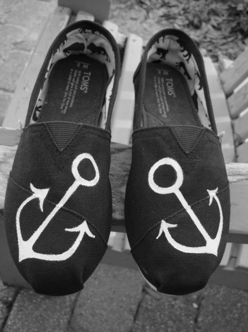Anchor decorated TOMS
