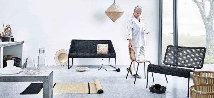 Présentation d'une collection en bambou et rotin. Elle se compose de canapés, fauteuils, tapis, paniers et suspensions.
