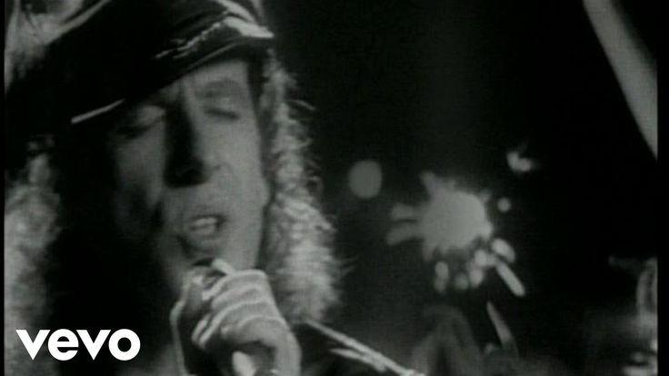 """Scorpions - Wind Of Change Песня была написана вокалистом немецкой группы Scorpions Клаусом Майне под впечатлением от первого визита в Москву в 1988 году. Wind of Change (""""Ветер перемен"""") — своеобразный гимн советской перестройке и окончанию холодной войны. Одновременно с оригинальной была записана и русскоязычная версия хита."""