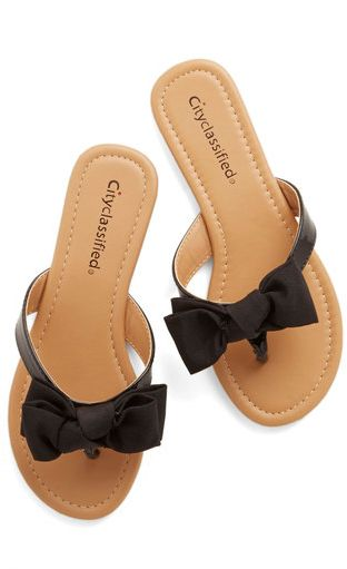little bow flats- so cute, perfect for adding sweet little girly touch to a summer outfit. #Shoes #Flats #Sandals
