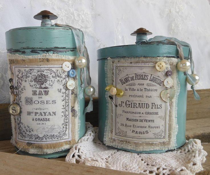 Antiche scatole di latta rivisitate. Info: http://loscrignodiros.blogspot.it
