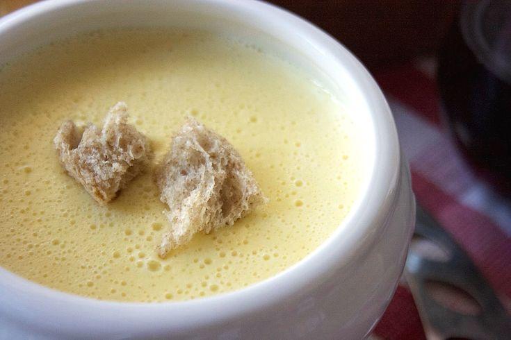 Prepara la fonduta di parmigiano Bimby e gustala con crostini di pane o sulla polenta appena fatta.