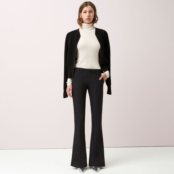 FWSS No Way out are the perfect flared trousers crafted from comfortable stretch twill. Tailored inspired details and press seam at front legs.
