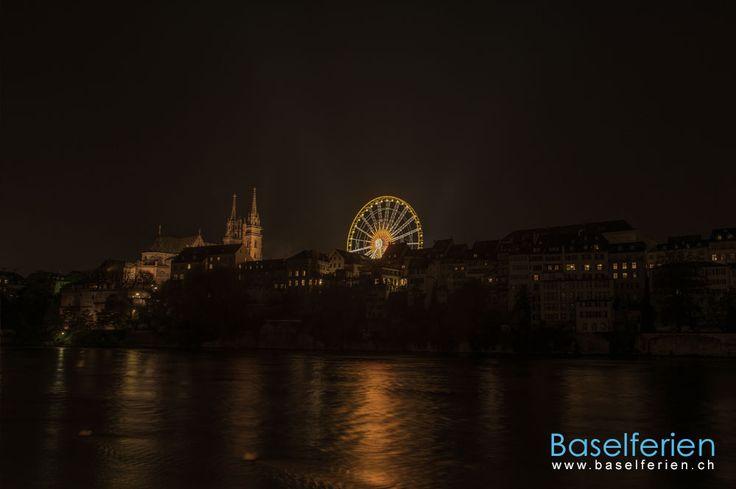 Das leuchtende Riesenrand neben dem Basler Münster an der Herbstmesse #Basel 2013.