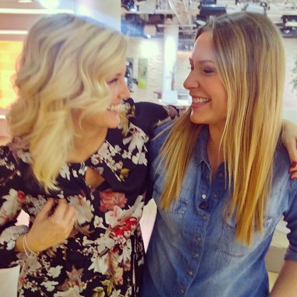 Wir Frankfurter Mädels haben immer was zu babbeln...und zu kichern! 😅 . . .  #rtl #moderatorin #spaß #fun #frankfurt #lachen #lustig #tv #gutenmorgendeutschland #saskianaumann #jenniferknäble #werbepause #lachanfall