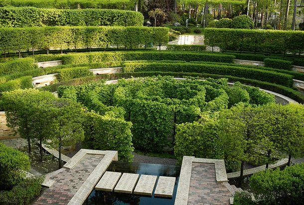 Сад в Барвихе — первая работа Гривко, опубликованная в AD (ноябрь 2006). В центре сада — лабиринт диаметром 40 м из шпалерной липы.