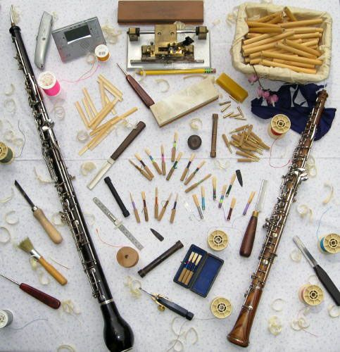 I play the oboe! I love the oboe. My daughter hates the oboe and it makes her cry.