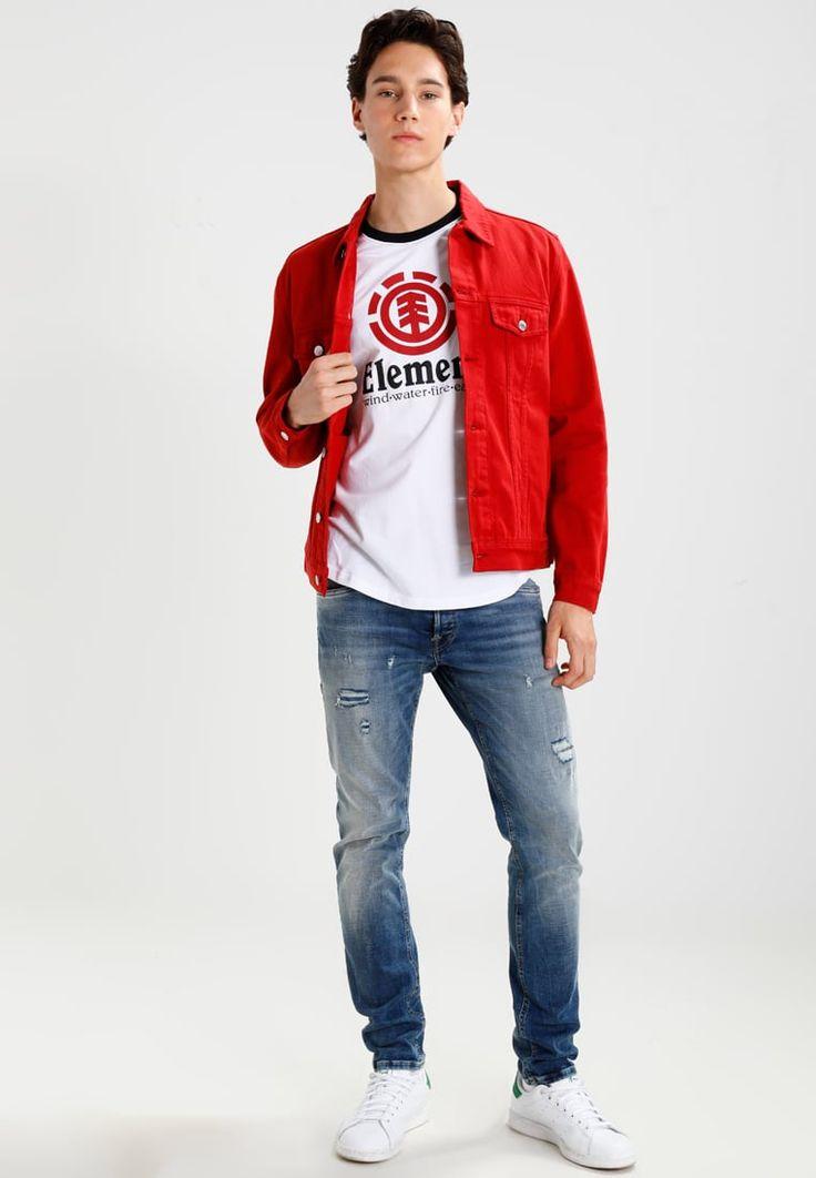 ¡Consigue este tipo de chaqueta vaquera de We Are Cph ahora! Haz clic para ver los detalles. Envíos gratis a toda España. We are Cph DAKOTA Chaqueta vaquera red: We are Cph DAKOTA Chaqueta vaquera red Ropa   | Material exterior: 100% algodón | Ropa ¡Haz tu pedido   y disfruta de gastos de enví-o gratuitos! (chaqueta vaquera, vaquera, denim, jeansjacke, chaqueta denim, veste en jean, giacca in jeans)