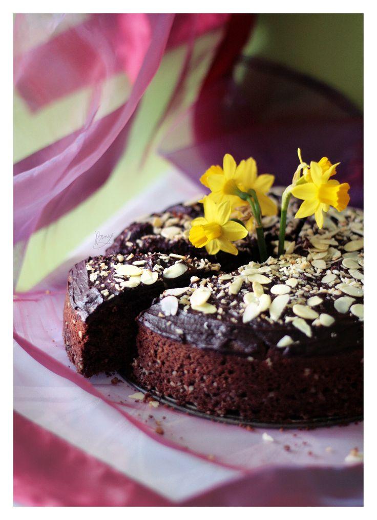 #buckwheatcake #buckwheat #ciastogryczane #kaszagryczana #żonkile #draperia #ciasto #czekolada #migdały #almonds #chocolate