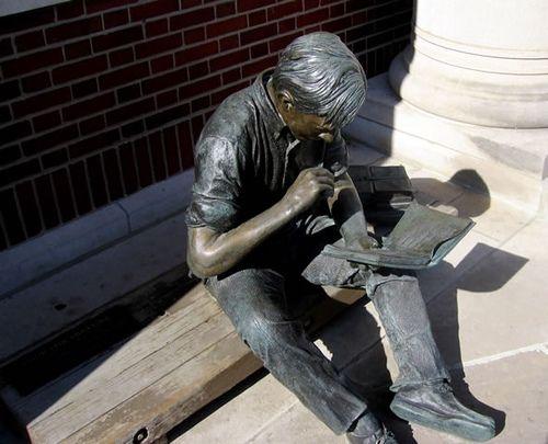 5+J.+Seward+Johnson%27s+Out+to+Lunch+Sculpture+at+Coe+College+in+Cedar+Rapids%2C+Iowa.jpg (500×405)