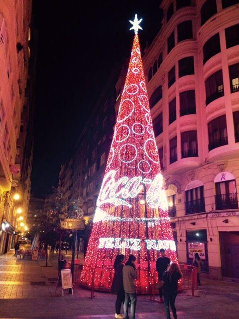 Árbol de Navidad junto a la calle San Vicente de Valencia. #Valencia #Navidad2015