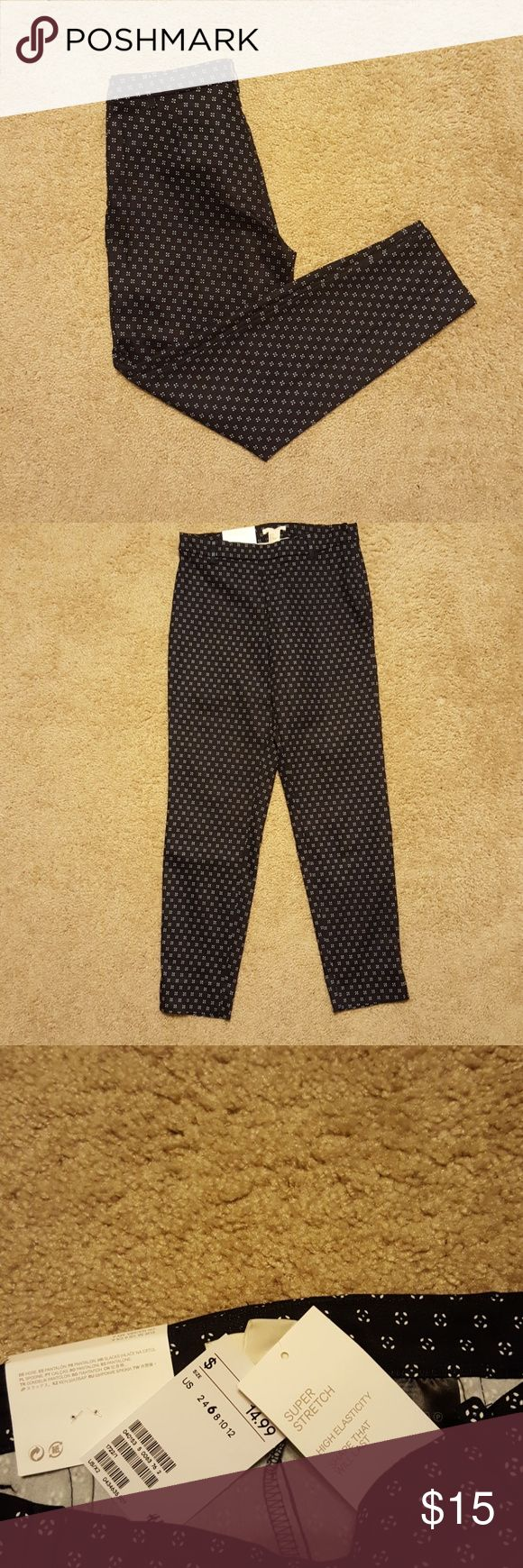 NWT stretchy navy blue dress pants w/pattern Great stretch! I have another pair that I wear all the time! H&M Pants Ankle & Cropped