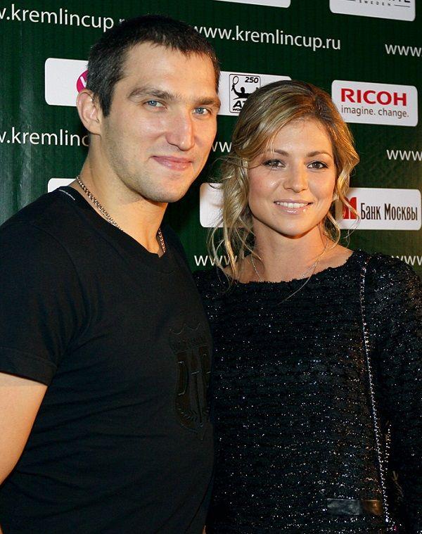 http://www.elle.ru/celebrities/jenyi-i-podrugi-rossiyskih-hokkeistov/