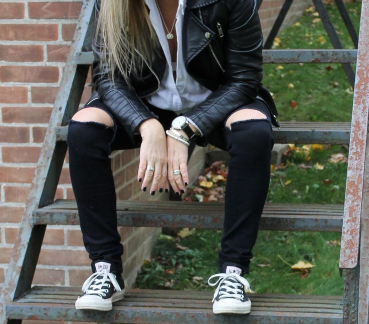 THE BLONDE DUO - like mother, like daughter. converse and leather jacket
