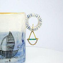 Náušnice - mosadzné náušnice s trojuholníkom a tyrkysovými korálkami - 5399930_