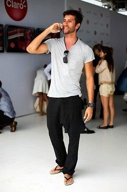 tshirt/pants/flip-flops