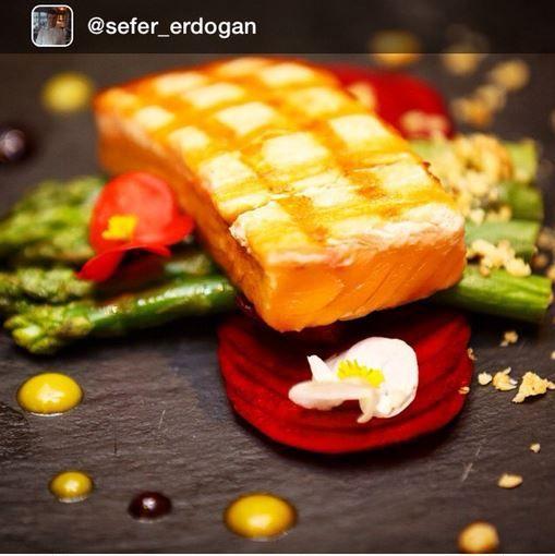 Repost from @sefer_erdogan: Did you already choose where to have dinner tonight? Our Narr Restaurant's chef Sefer Erdoğan  surely knows how to create magic on your plate … Bu akşam nerede yemek yiyeceğinize karar verdiniz mi? Narr Restaurant'ımızın şefi Sefer Erdoğan tabağınızda mucizeler yaratmayı çok iyi biliyor…  #sheraton #bursa #sheratonbursa #hotel #narr #restaurant #grill #salmon #asparagus #beetroot #walnuts #edibleflowers #orangesauce #gastronomy #betterwhenshared