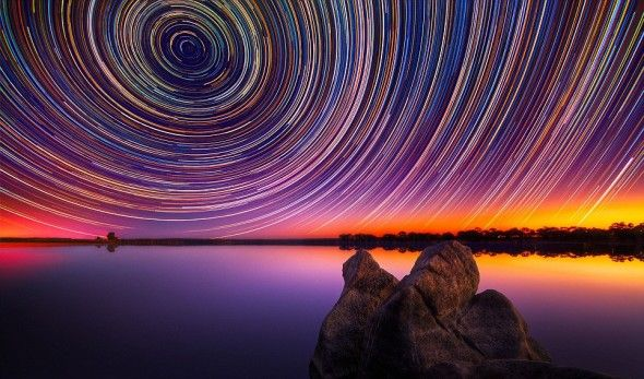 Meteor rain in Australia  Nowadays images like this remind us of Photoshop, but photographer Lincoln Harrison spent many cold nights in the Australian winter to take these stunning pictures with a shutter speed of 15 hours.