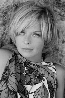 I love her hair! Wish I had Susannah York's locks