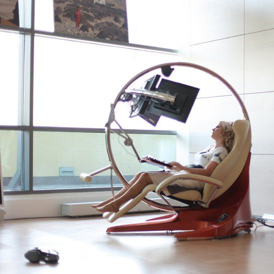 iClubby – это, прежде всего, удобное кресло и компьютер. Основное отличие от традиционного рабочего места заключается в отсутствии столешницы. Имеется общий металлический каркас, составляющий основу для эргономичного кресла, которое позволяет легче переносить длительные рабочие сеансы, и прикрепленный к этому же каркасу компьютерный блок. Кресло оснащено внешними подвижными опорами для рук, благодаря которым работа с клавиатурой и мышкой может выполняться быстрее и легче. #компьютерноекресло…