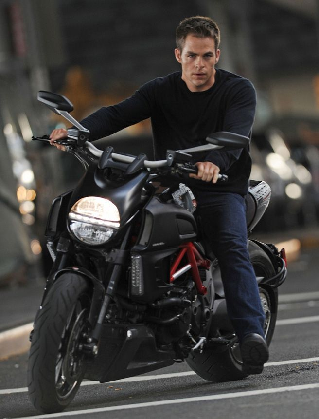 First poster for Tom Clancy inspired Jack Ryan: Shadow Recruit with Chris Pine hits the net