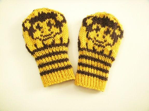 Eplabiter -  hand knitted mittens with monkey size 6-9 months Apevotter 6 - 9 mnd https://epla.no/shops/wenchesstrikkebod/