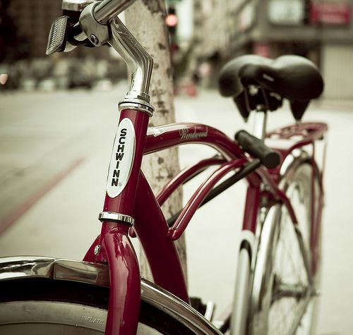 nice red bike!Bikes Bicycles, Schwinn Una, Schwinn Bicycles, Red Bikes, Bicycles Vintage, Bibicleta Alemana, Muy Veloz, Very Nice, Nice Red