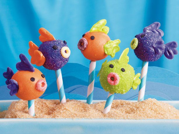 Treat your guests with these creative fish cake pops made with Fruity Cheerios® cereal, Betty Crocker® SuperMoist® cake mix and frosting - a perfect dessert treat.
