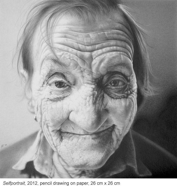 Ouder worden wordt vaak geassocieerd met verval. Biologisch en lichamelijk gezien is dat misschien ook wel zo, maar de definitie van verval is in de huidige tijd wel erg beperkt geworden, vindt tekenaar Antonio Finelli. Hijis gefascineerd door wat de tijd en het leven doen met iemands uiterlijk. Rimpels en groeven geven een gezicht karakter, en zijn tekeningen bewijzen dat die geplooide gezichten eigenlijk veel interessanter om naar te kijken dan een glad of gladgestreken gezicht. Met zijn…