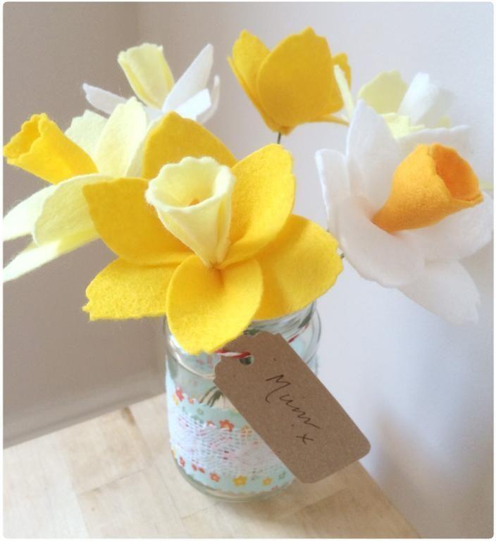 Free Sewing Pattern: Jam Jar Felt Daffodils