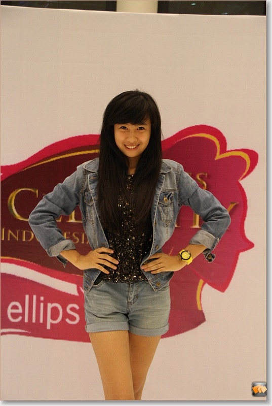 Putri Aisyah (10 besar finalis Micel 2012)
