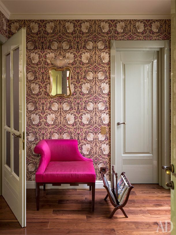 """In a small hallway between the living room and bedroom used wallpaper Morris & Co. one of my favorite pictures of William Morris """"Pimpernel"""""""
