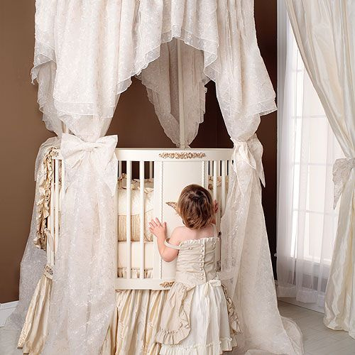 Palace Round Baby Bedding from PoshTots  Love this...so pretty