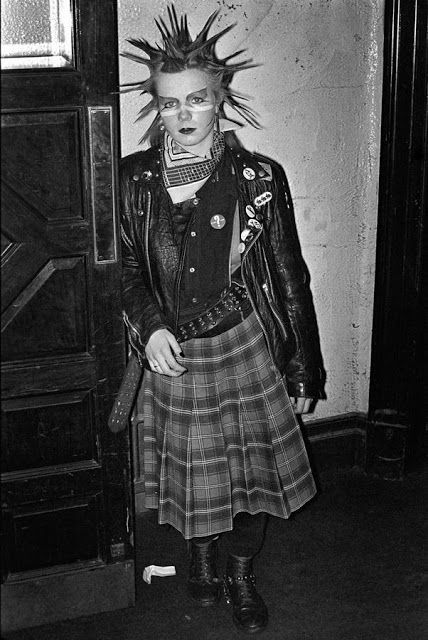 vintage everyday: 39 Photographs Capture the Strangeness of London Nightlife From Between the 1970s and 1990s